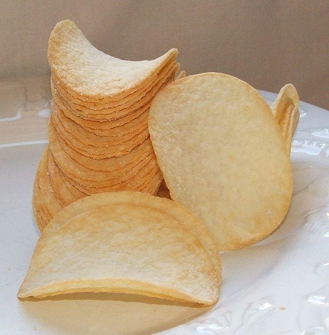 640px-Pringles_chips