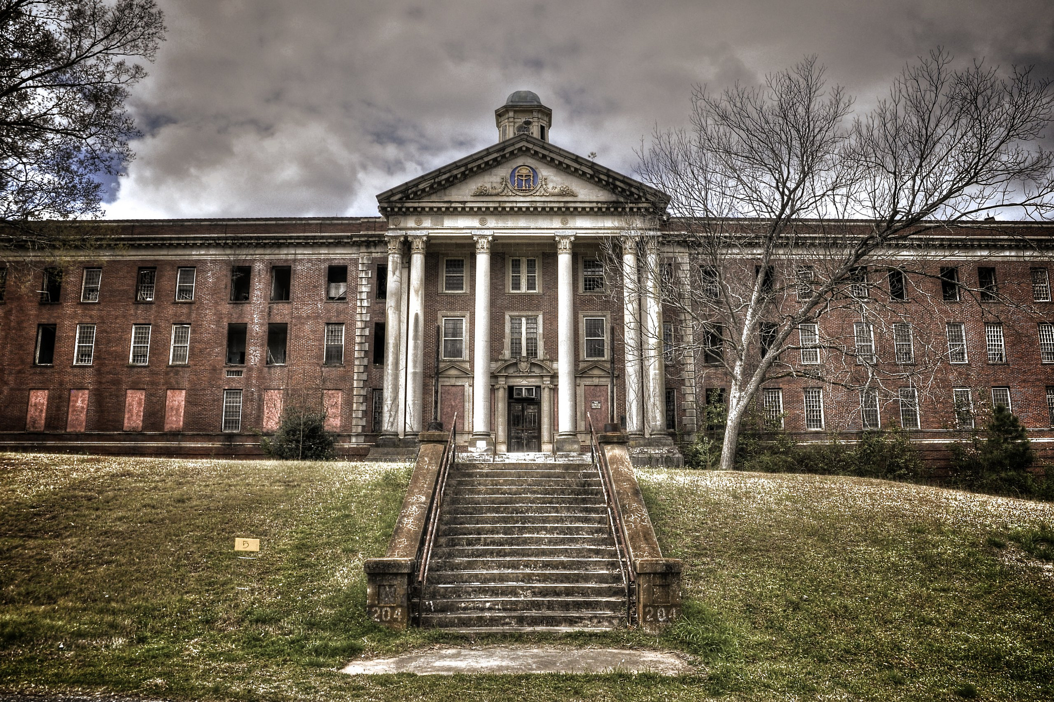 Step Inside This Forbidden Decaying Hospital In Georgia