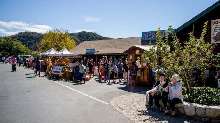 Los Rios Rancho Is A 300 Acre U Pick Apple Farm In Southern California