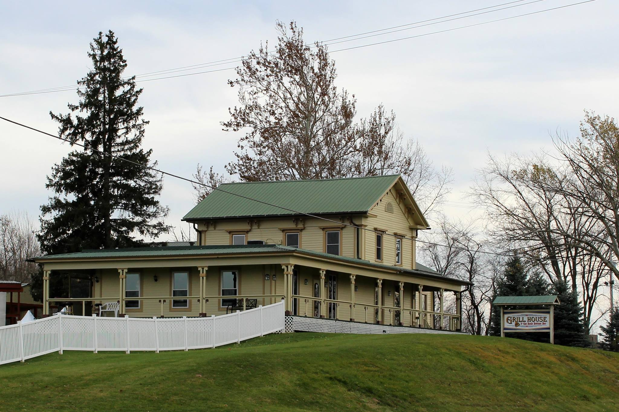 You Might Be Dining With A Ghost At The Grill House, A Haunted Restaurant In Michigan