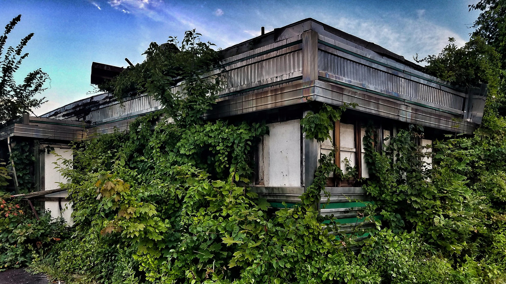 12 Staggering Photos Of Abandoned Places Hiding In New Jersey