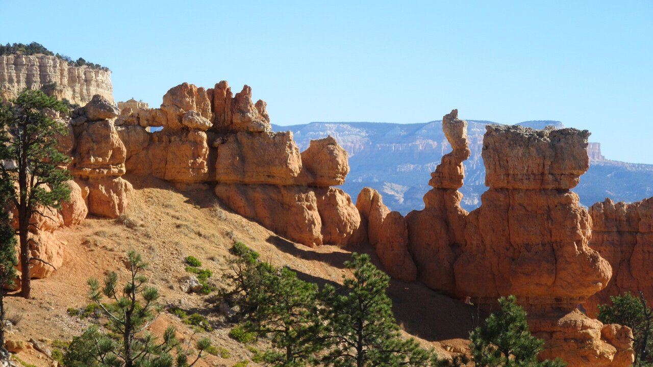 Hiking At Fairyland Loop Trail In Utah Is Like Entering A Fairytale