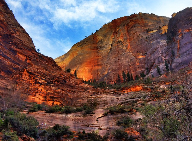 Observation Point Trail In Utah Is Full Of Awe-Inspiring Rock Formations
